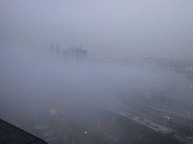 羽田空港で撮影した霧